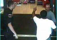 agent de sécurité aux portes des magasin