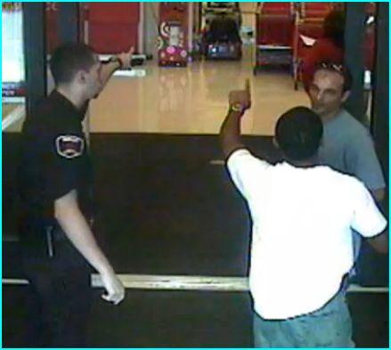 Agent de sécurité aux portes des magasins